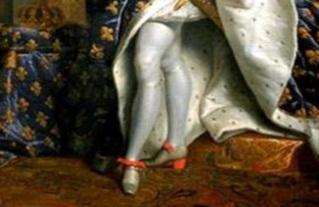 Los colores que más utilizaba en tacones era en rojo sangre o escarlata ya  que eso eran los colores que representaba a la nobleza.