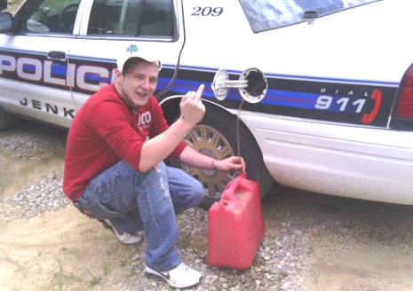 Micahel-Baker-ladron-gasolina
