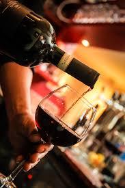 Es bueno beber una copa de vino